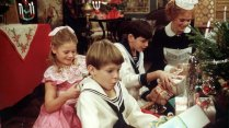 fanny-and-alexander-1982-003-children-christmas-tree
