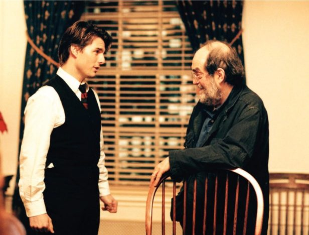 stanley-kubrick-and-tom-cruise-in-eyes-wide-shut-1999-1024x779
