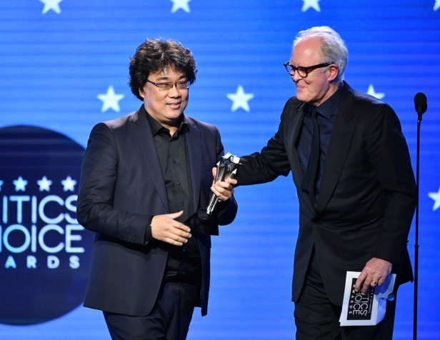 critics-choice-awards-2020 bong Joon-ho.jpg